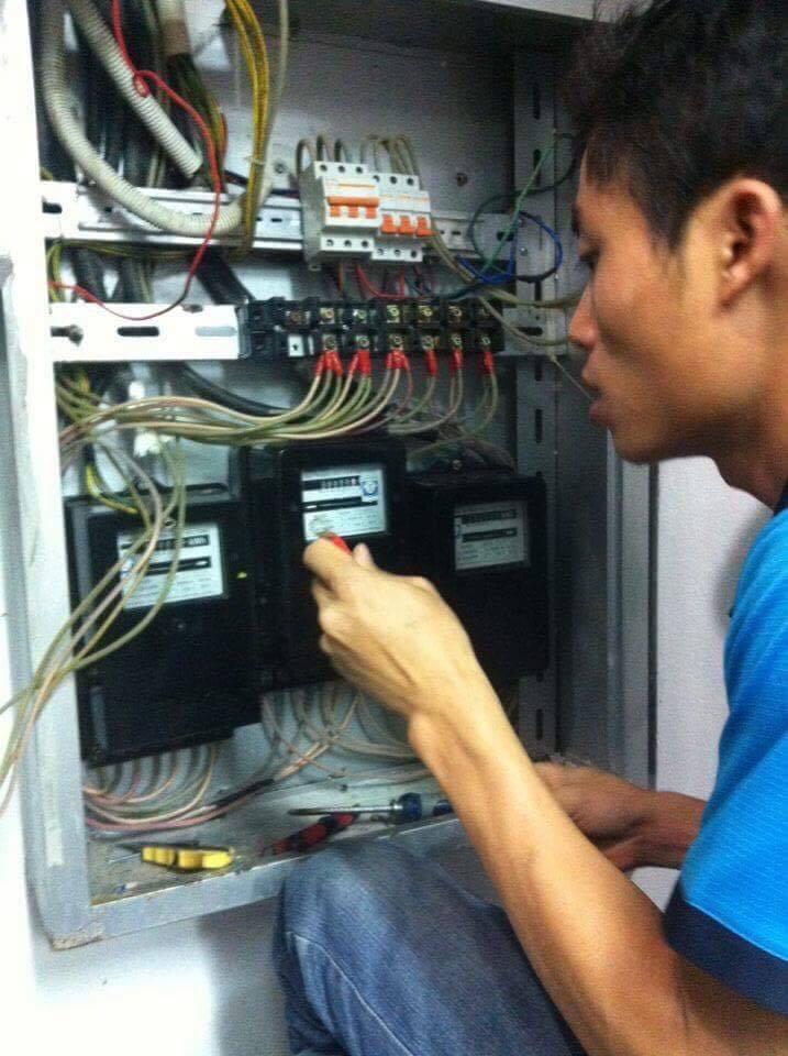 Thợ đấu công tơ điện