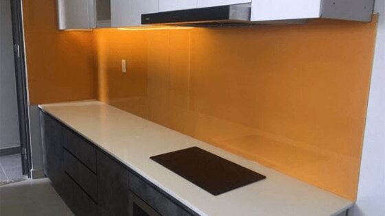 Kính cường lực ốp bếp màu màu vàng cam