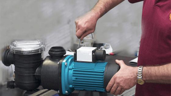 Thợ lắp máy bơm nước tại nhà