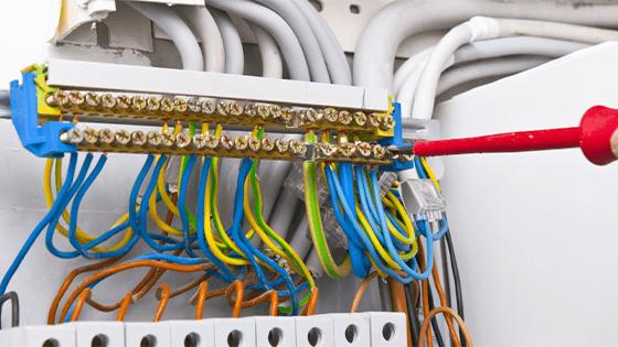 Kiểm tra tủ điện mất điện